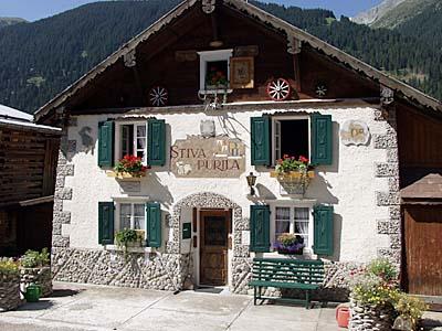 Häuser je kleiner und abgelegener die orte desto schöner und